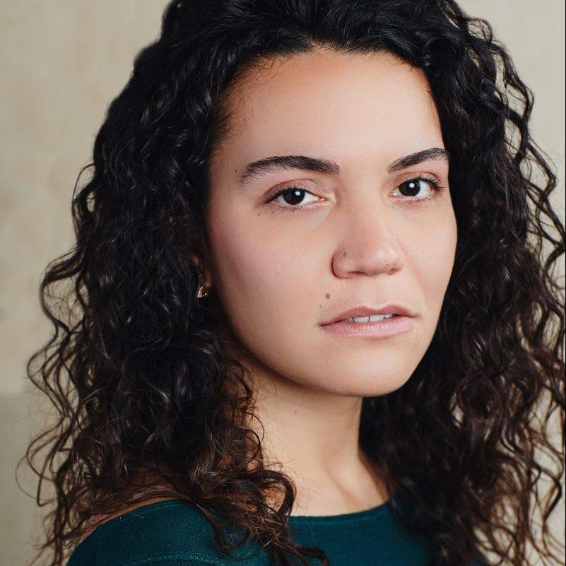 Sara Linares Headshot